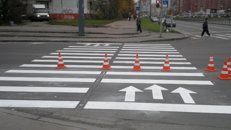 На улице Ленина рисуют разметку